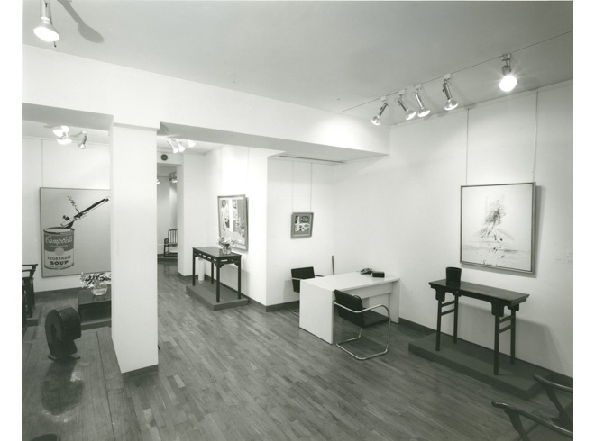 <p>AMERICAN PAINTINGS WITH CHINESE FUNITURE Installation View</p>